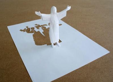 Il fannullone inventa sculture con fogli di carta for Case facili da costruire