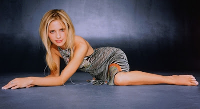 Sarah Michelle Gellar In sexy Cosplay Pics
