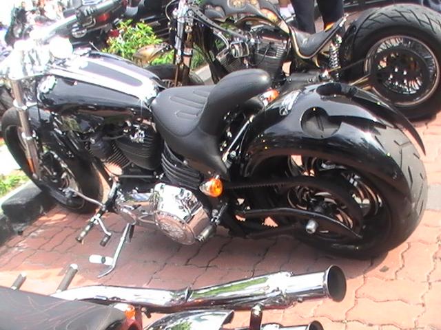 Limited Harley Davidson Rocker Yang Mengambil Bahagian