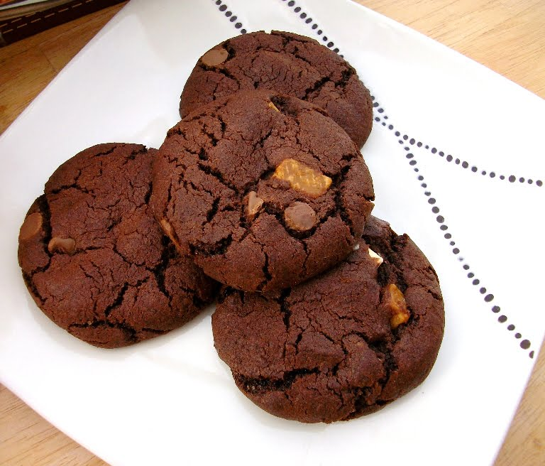 Chocolate Chip Cookies with Fudge - Tinned Tomatoes