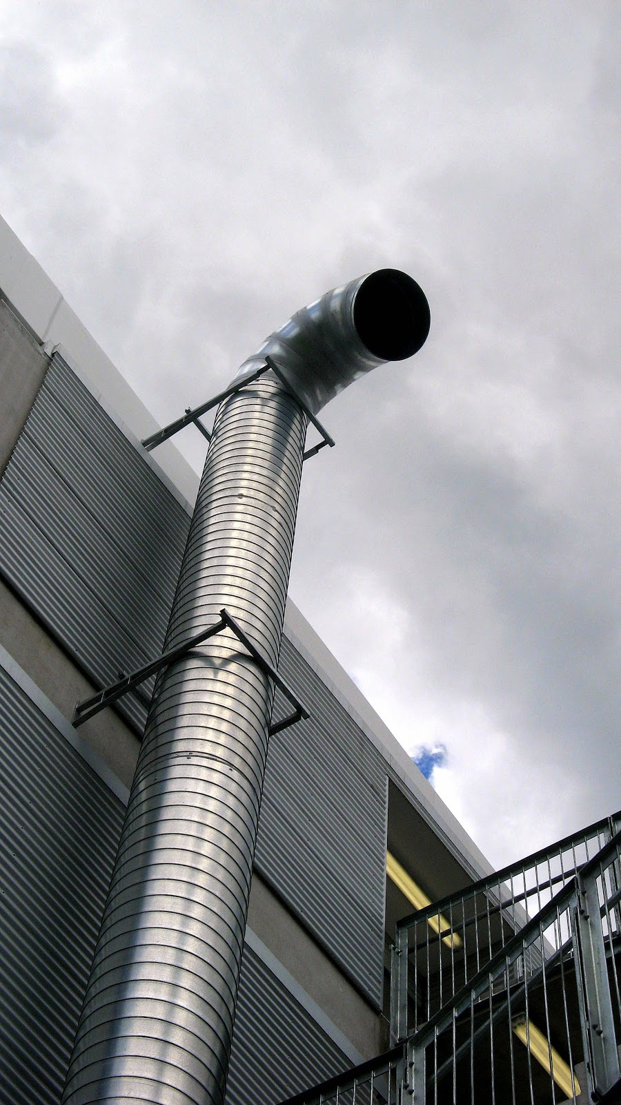 Hot Air Duct Fans : The paddock fso over your head