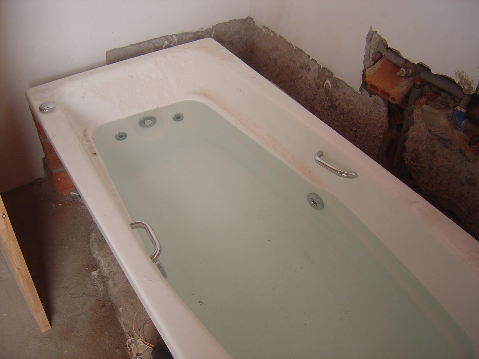 da banheira e liberar a finalização do banheiro da suíte #8B6840 1600x1200 Banheiro Com Banheira Antiga