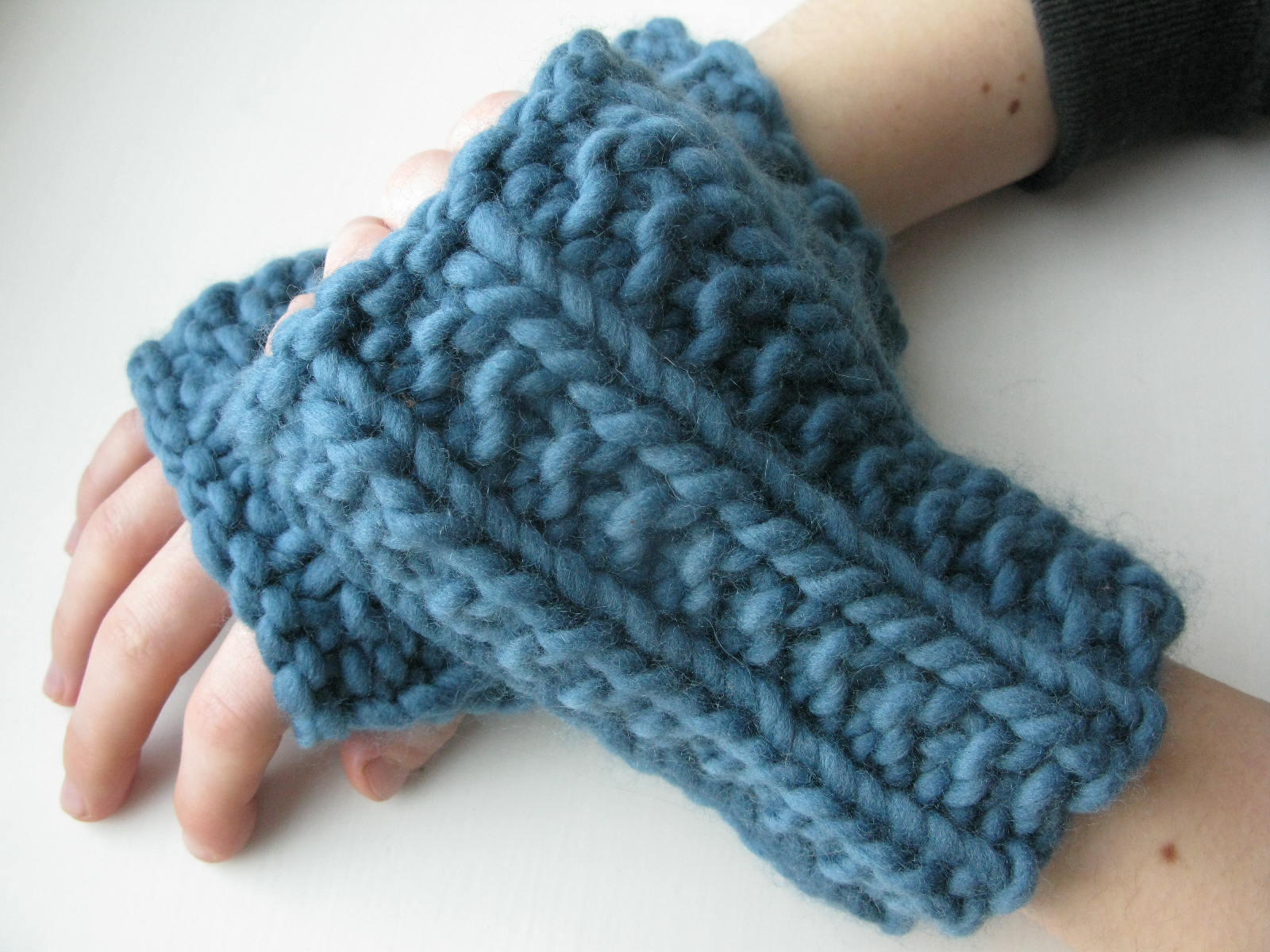 Knitting Patterns Super Bulky Yarn : littletheorem: Carsaig Wristwarmers