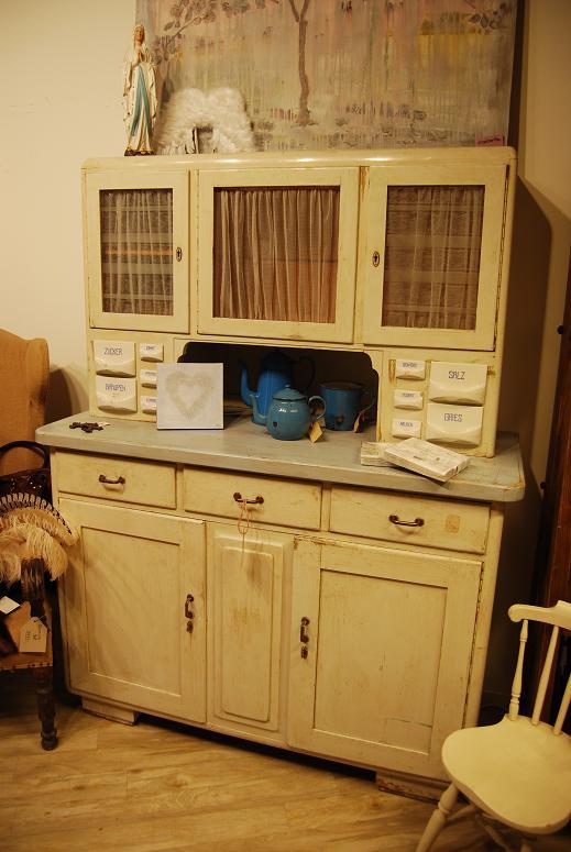 Mrs arouba: litt nytt av gamle møbler samt litt stemningsbilder ...
