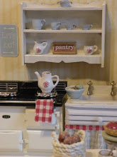 Tiny kitchens make me happy!