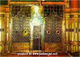 pintu makam rasulullah