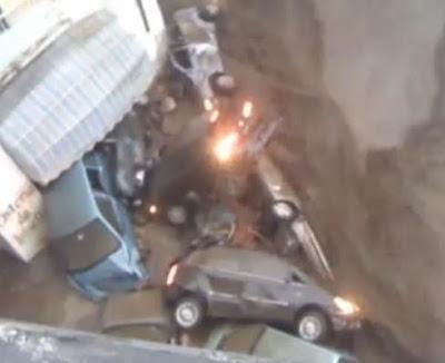 Video Amatur Banjir Lumpur Yang Melanda Atrani - Itali