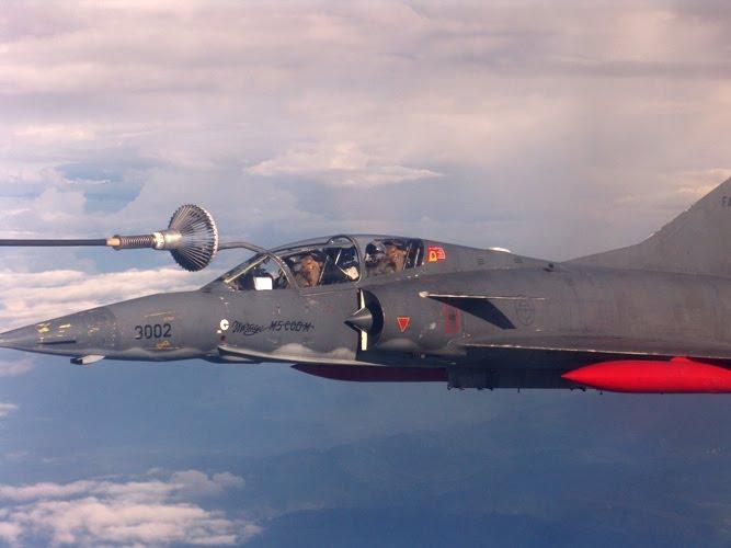 Sujoi Su-30 MK2 - Página 26 Mirageenreabastecimient
