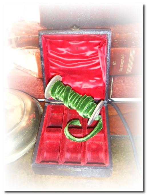 velvet ribbon and silk box