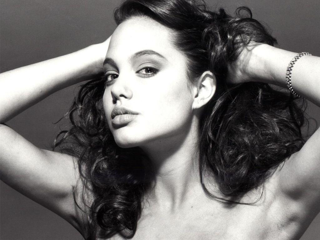 http://3.bp.blogspot.com/_l_Fm1-arh2o/TSmr4zlODVI/AAAAAAAAB_I/-9IH27vINh8/s1600/Naked-Angelina.jpg
