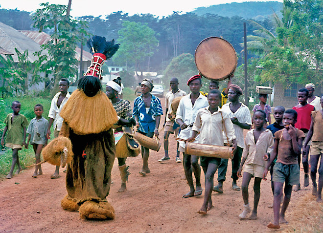 Falwi Devil with attendants at Kenema