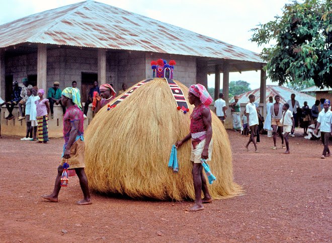 Jobai with attendants in Kenema