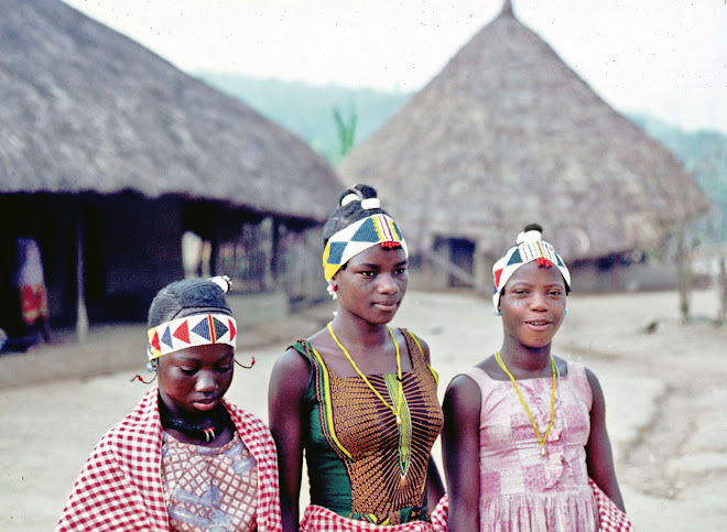 Kuranko Bundu girls in Sokurella (Northern Province)