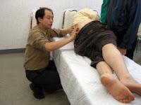 踵の痛みに関するアプローチ実技風景