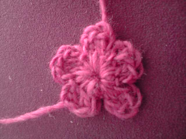 Pretty Crochet Patterns : FayKnits: Pretty Crochet Flowers Pattern