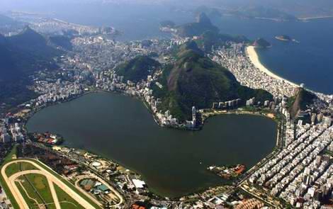 Lagoa Rodrigo de Freitas em forma de coração
