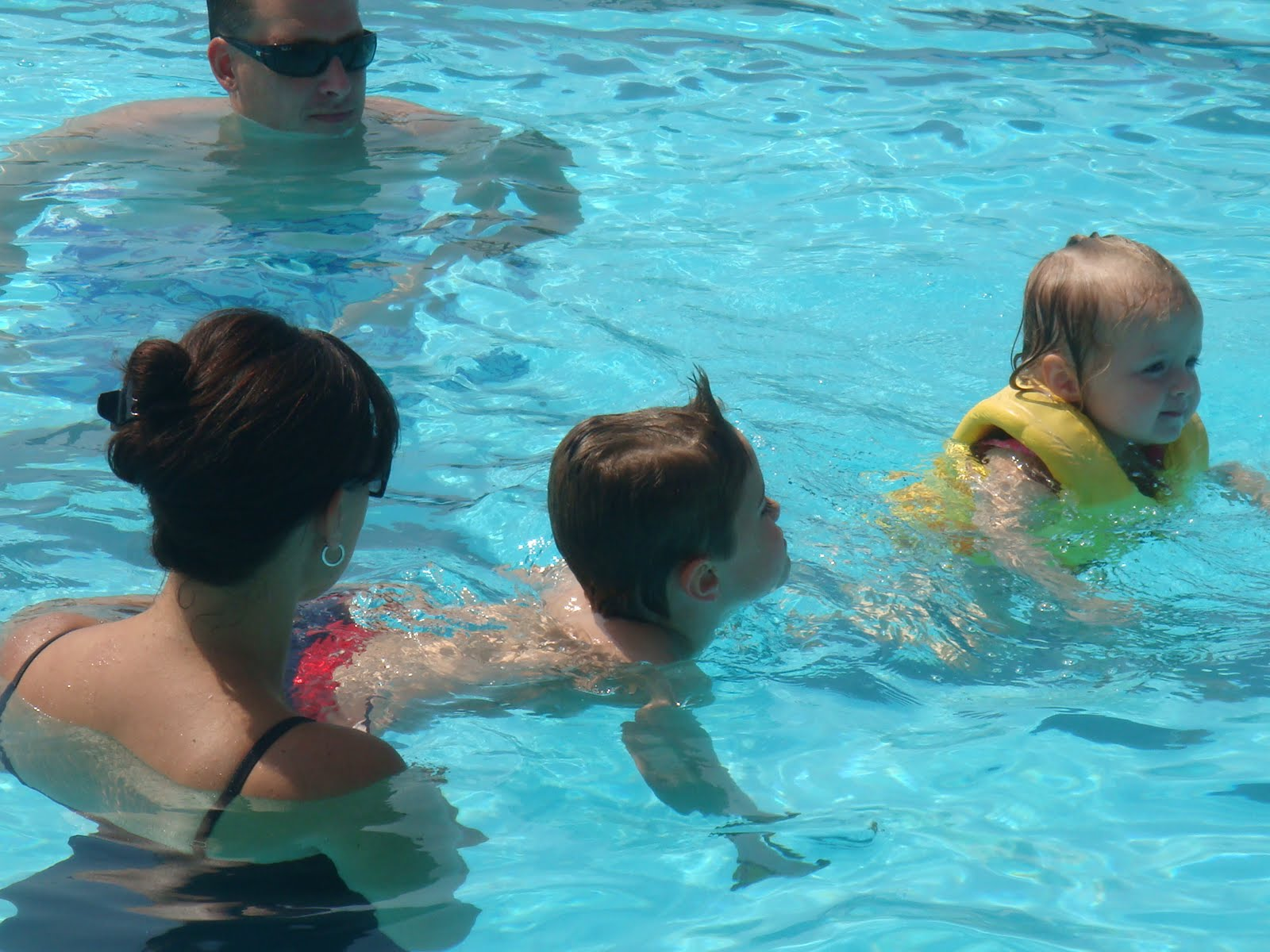 The mcculloch family last weekend at the pool for Fish swimming backwards
