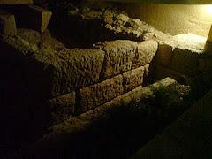 Αρχαίο τείχος την νύχτα