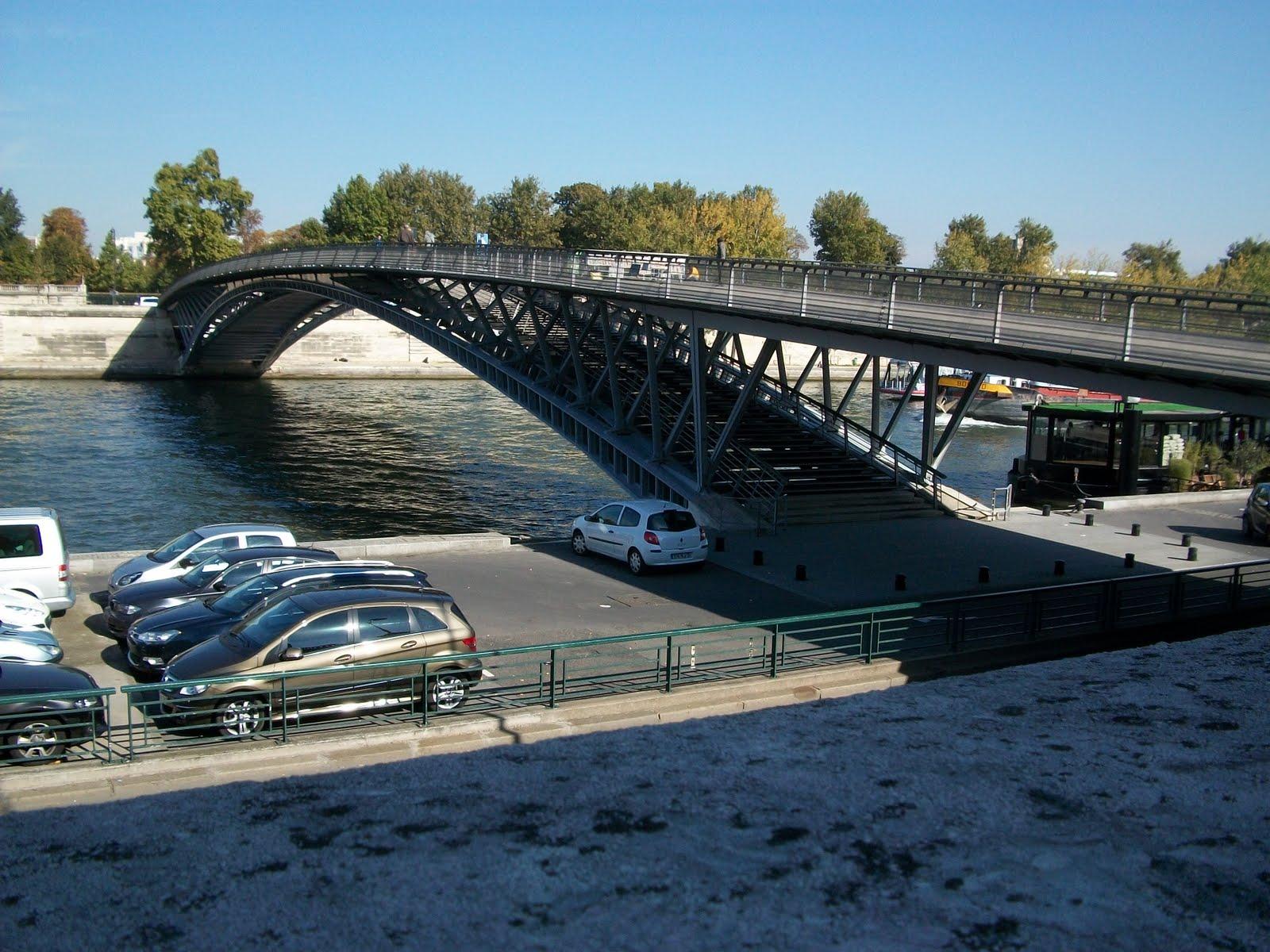 The final bridge of Paris we ll report on will be the Passerelle Leopold Sedar Senghor which is a footbridge over the Seine just next door to Pont de la