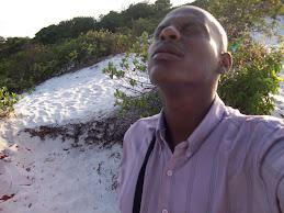 Pr. Weliton orando no monte de Javé