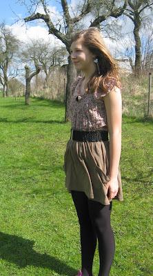 Fashionista Style: T-Shirt unter dem Rock tragen