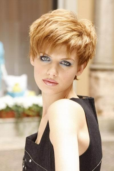 Short Hair Styles 2010. Short Layered Crop Hairstyles for Women 2010.
