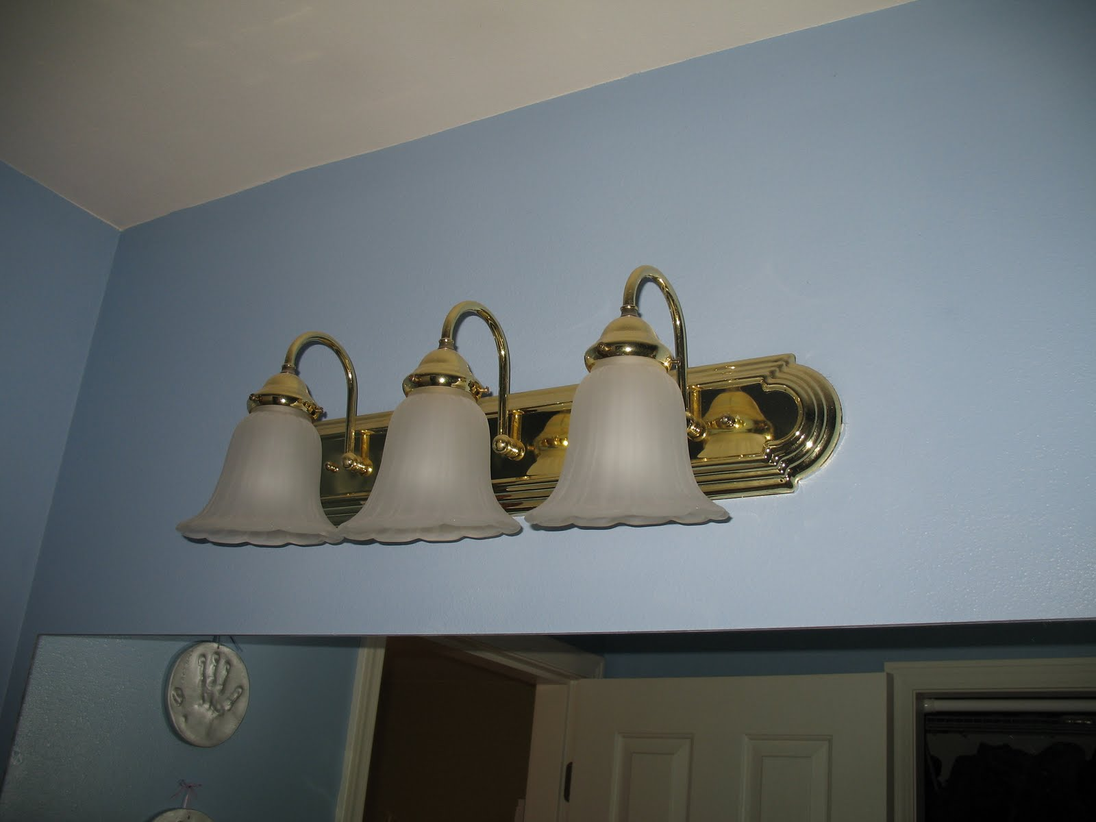 Bathroom Lighting Lights Fixtures: This Thrifty House: Bathroom Fixture Fix