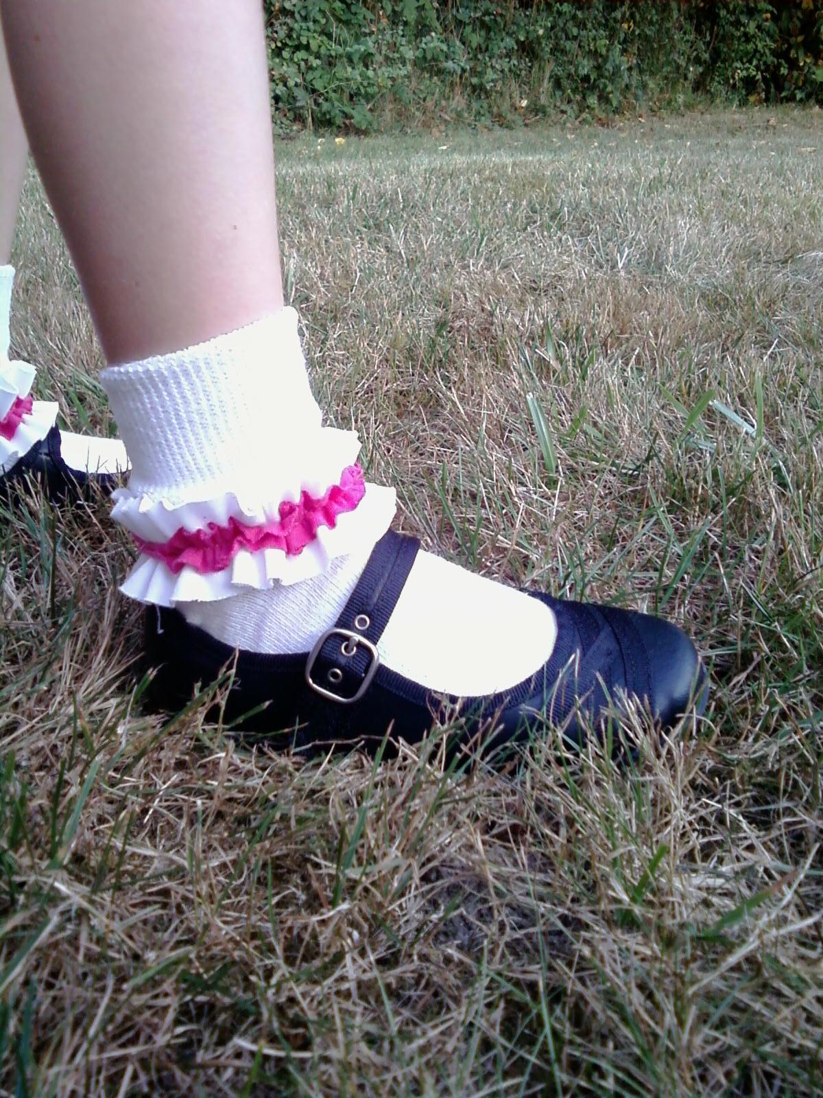 This Thrifty House: Girls Ruffled Socks Ruffled Socks