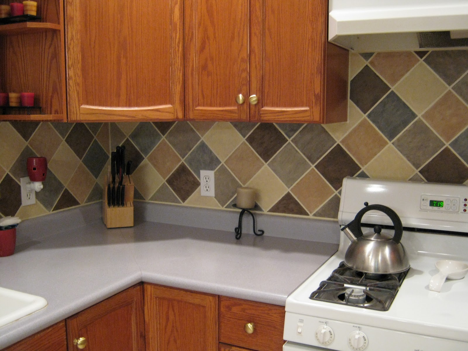 This thrifty house tile looking backsplash on a budget Kitchen backsplash ideas pictures 2010