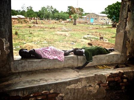 спящие на кладбище