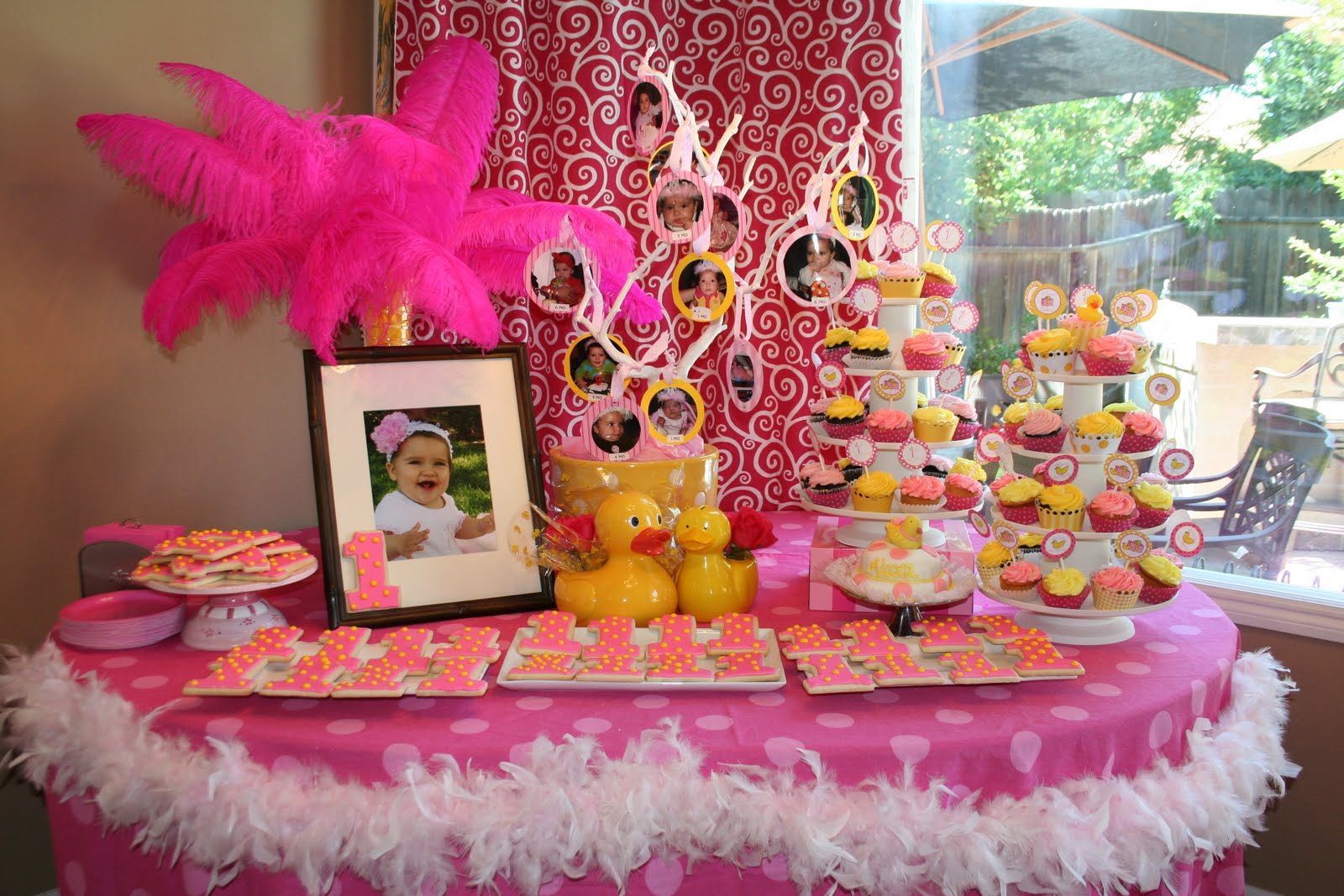 Jonesyfor3 1 rubber duckee pink and yellow 1st birthday party for Baby birthday decoration ideas