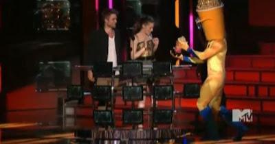 MTV  Movie Awards 2010 - Página 6 111946107-d9f2472c019a4eb9ed3a9158e