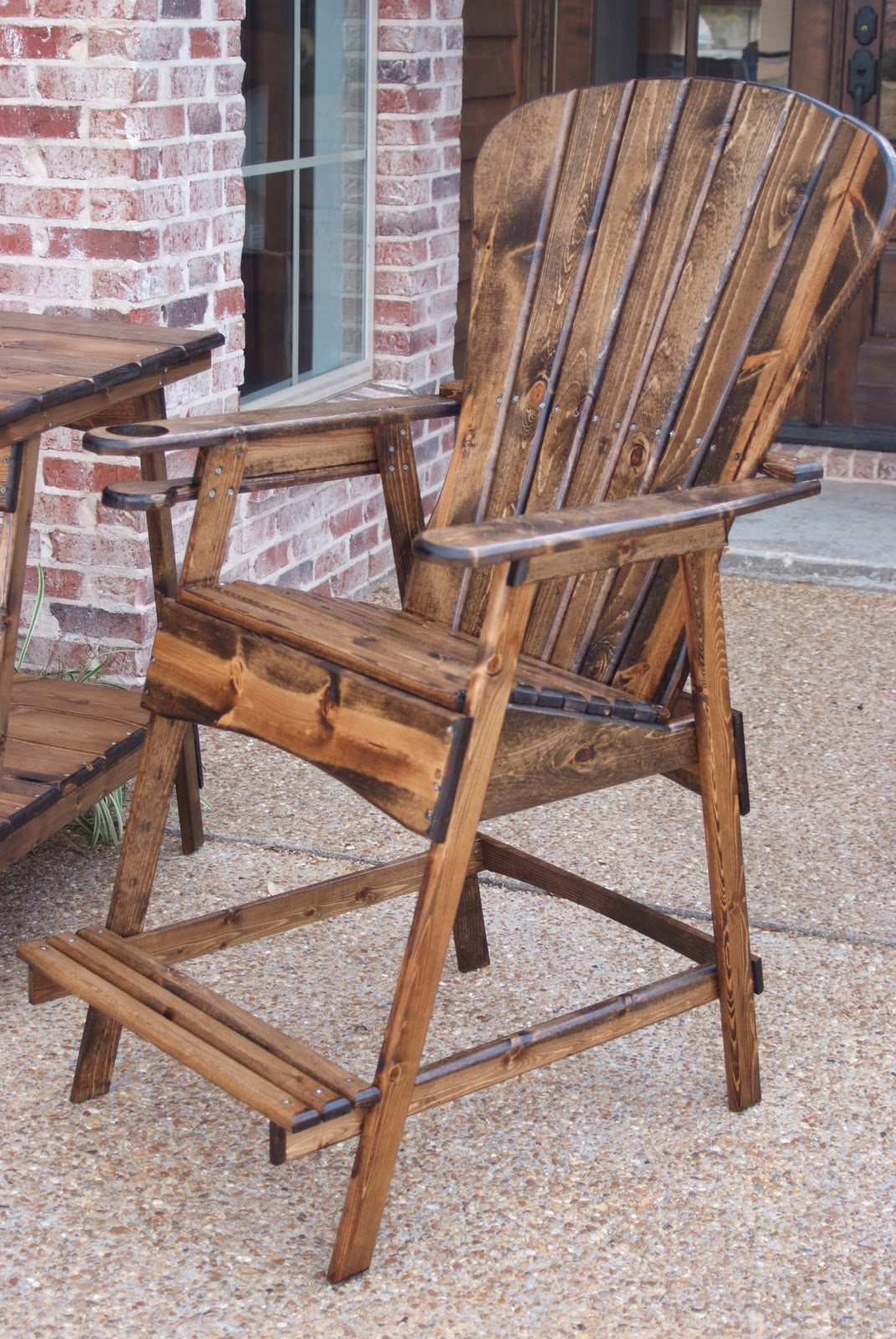Kiwi Wood Werks & Designs & Designs outdoor chairs table