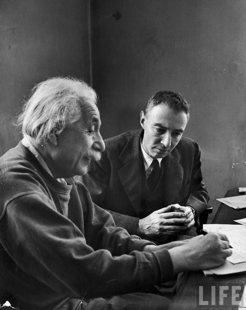 robert oppenheimer essay Chris langan and robert oppenheimer lived similar lives growing up and had many similarities when it came to education both had a similar mind set when it came to.