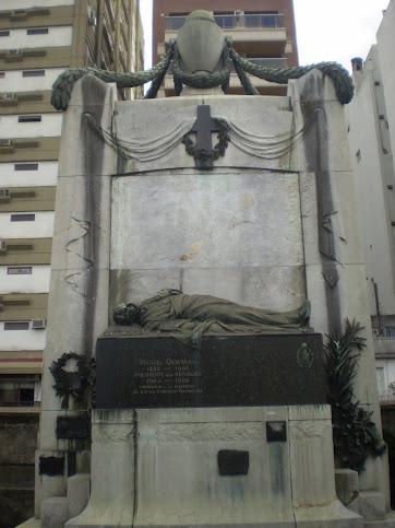 Cementerio de la Recoleta: Sepultura del Pte. Manuel Quintana.