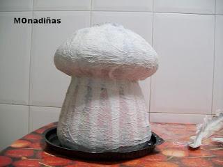 >>>>>    CASITA DE MUÑECAS EN PAPEL MACHE Casita+seta+primera+capa