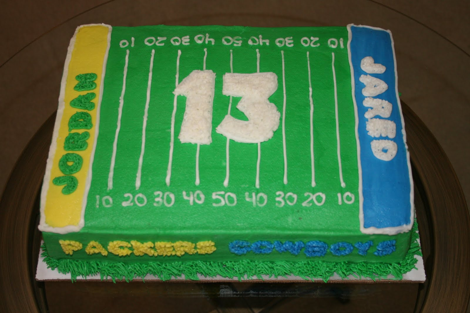 Cake Decorated Like Football Field : Rachel s Creative Cakes: Football Field Cake