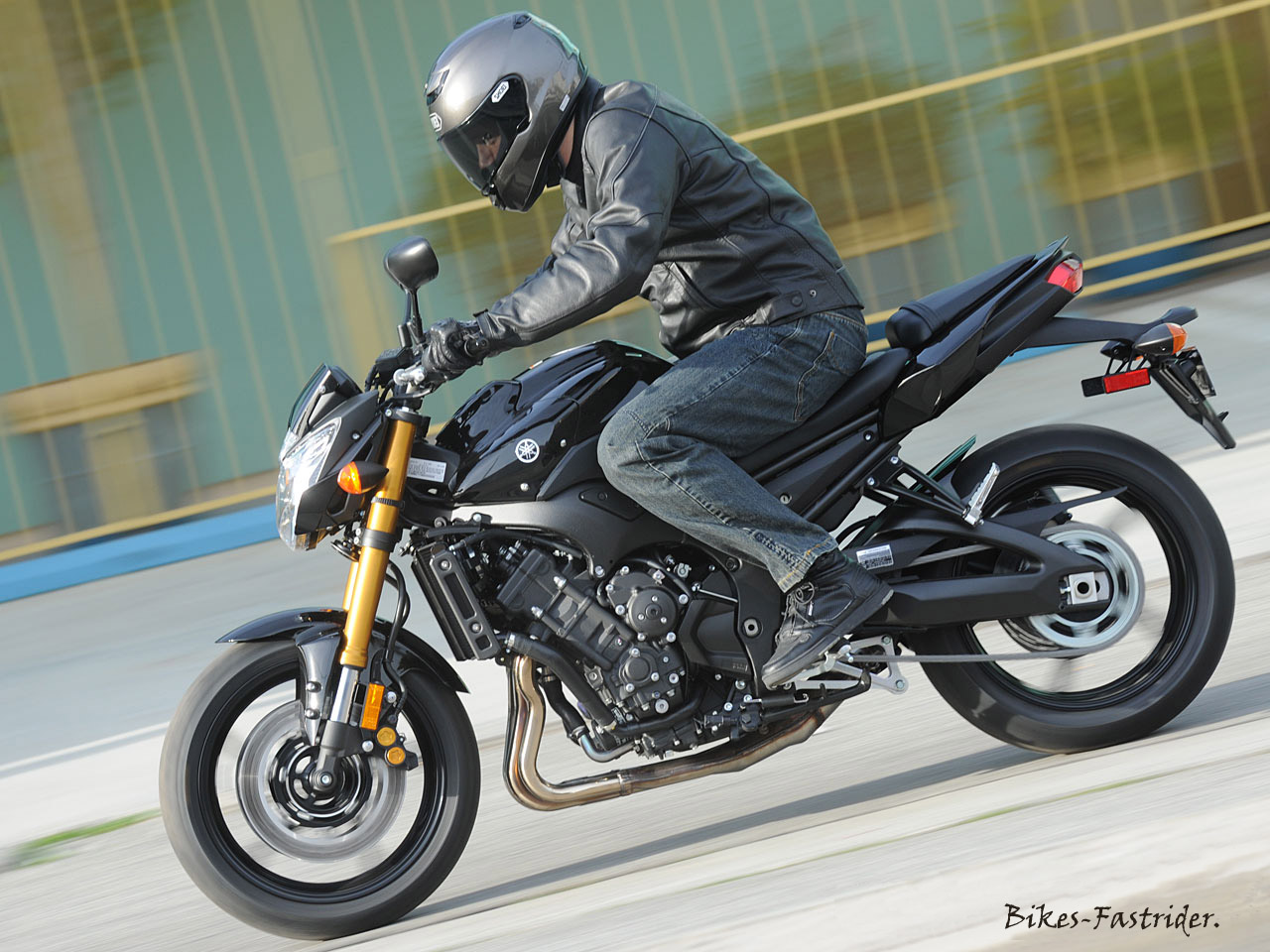 Extreme Machines.: 2011 Yamaha FZ8 Test-ride and Review.