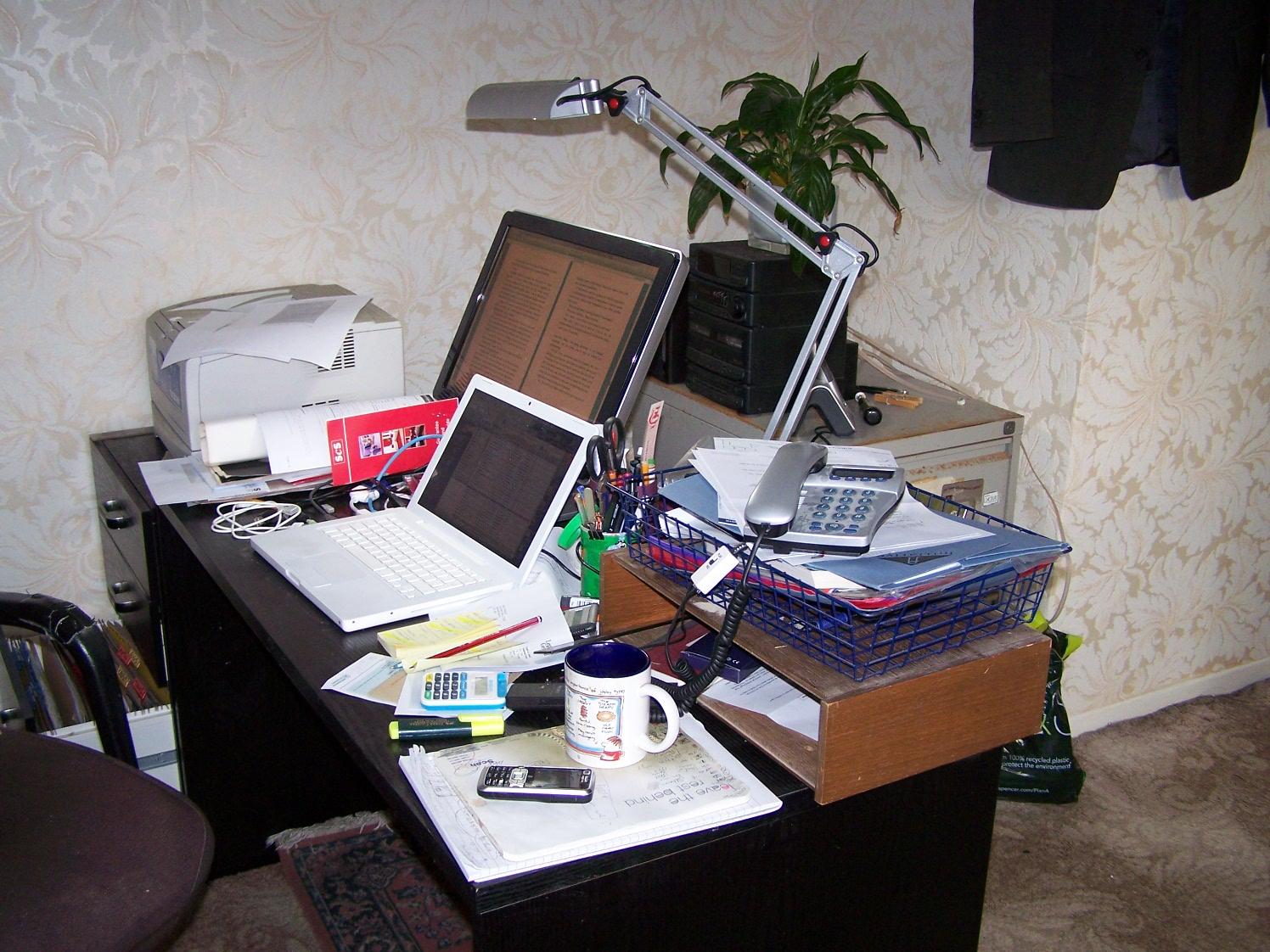 [Andy's+Desk.JPG]