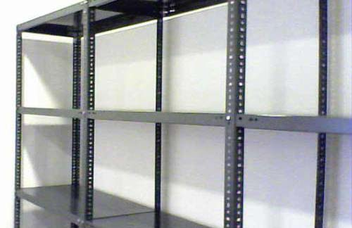 Decora y amuebla construir un altillo sin obra parte 1 - Estanterias metalicas para trasteros ...