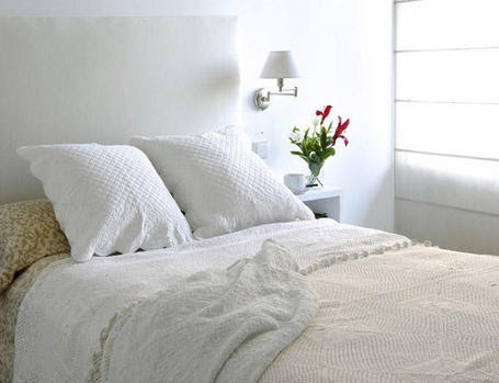 Decora y amuebla c mo hacer cuadrantes para la cama - Camas pegadas ala pared ...
