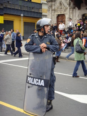 external image la+policia+lima.jpg
