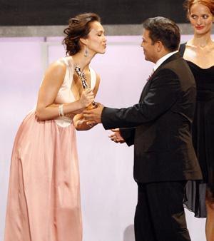 http://3.bp.blogspot.com/_lv_el7wEjAk/SKsnY_rKuoI/AAAAAAAAATs/rVcEyF4CgA8/s400/jessica-alba-nclr-alma-awards-3.jpg