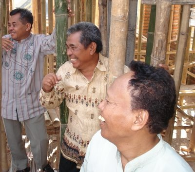 Pak Muslich, Pak Tasrip dan Pak Miskiranto (berada di lt2 masjid Assalam)