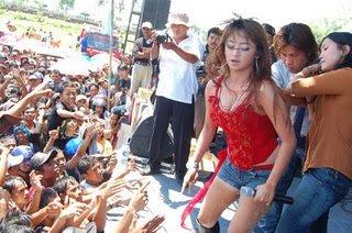 Insiden Kemben Melorot Dewi Perssik