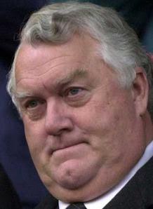 к заверениям сэра Родни насчет более чем двукратного увеличения официальных турниров по снукеру я бы серьезно не относилась
