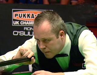 Джон Хиггинс начал полуфинал чемпионата Британии против Ронни О'Салливана с безукоризненного снукера