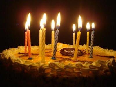 http://3.bp.blogspot.com/_m54cVezB8Zs/SzOhgi83SRI/AAAAAAAACh4/iMeqwUmc-wg/s400/bolo+com+velas+acesas.jpg
