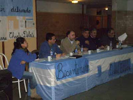 Charla debate por el bicentenario y la deuda