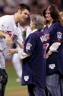 Joe Mauer greets his mom on the field
